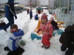 Busy snow play Feb 2010